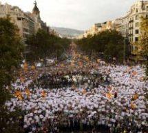 Σεισμός στην Καταλονία: 500.000 στον δρόμο – Καταργεί την κυβέρνηση η Μαδρίτη