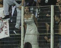 Η Λαρισαία νύφη που «το γλέντησε» στην κερκίδα του ΑEL FC ARENA