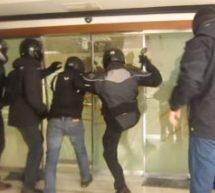 Επίθεση Ρουβίκωνα με βαριοπούλες στην Περιφέρεια Αττικής
