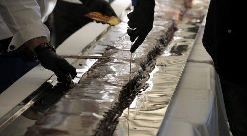 Στο βιβλίο Γκίνες από σήμερα η Καρδίτσα για τη μεγαλύτερη νουγκατίνα σοκολάτα στον κόσμο