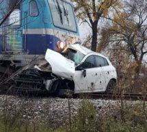 Tρίκαλα – Θανατηφόρο τροχαίο, το τραίνο παρέσυρε ΙΧ αυτοκίνητο στη διασταύρωση Κηπακιού