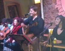 Tρίκαλα – Το νέο του άλμπουμ παρουσίασε  ο Αποστόλης Σακκάς – «Μεταξύ σοβαρού και αστείου», σε στίχους της Μαρίας Μουτσάκη