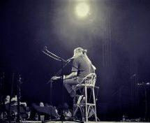 Στα Τρίκαλα χιλιάδες κόσμου στη συναυλία του Γιάννη Χαρούλη