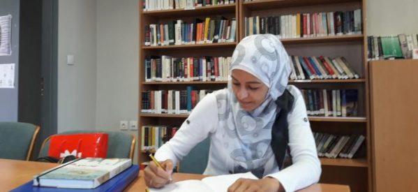Η Μόνα στη Λάρισα μαθαίνει ελληνικά, μεγαλώνει 3 παιδιά, ονειρεύεται τη Δαμασκό