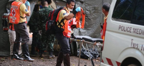 Ταϊλάνδη: Το θαύμα έγινε – Σώα βγήκαν από τη σπηλιά όλα τα παιδιά και ο προπονητής