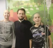 O Τρικαλινός Ιερέας επισκέπτεται κάθε βράδυ το νοσοκομείο και στηρίζει παιδιά που έχουν καρκίνο