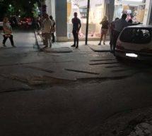 Απίστευτο τροχαίο στο κέντρο της Λάρισας: Λαρισαία οδηγός έπεσε σε «τρύπα» από έργα του δήμου