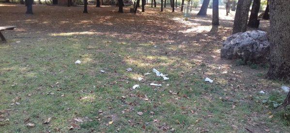 Γεμάτο σκουπίδια το πάρκο του Αη Γιώργη