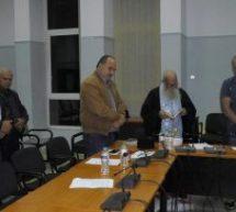 Ξόρκισαν τα… κακά πνεύματα στο Δημοτικό Συμβούλιο Φαρκαδόνας