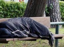 Απολύθηκε ο Βρετανός αστυνομικός που άφησε τον Έλληνα άστεγο να πεθάνει στο κρύο