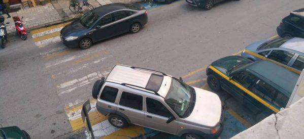 Στα Τρίκαλα συνεχίζεται αμείωτος ο παραλογισμός της παράνομης στάθμευσης