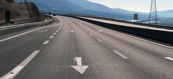 Οδηγούσε ανάποδα στην εθνική οδό Λάρισας – Βόλου! Έκλεισε για 20 λεπτά ο δρόμος