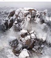 Καταπληκτική εικόνα από τα χιονισμένα Μετέωρα