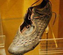 Στο φως γυναικείο παπούτσι από την αρχαία Ρώμη