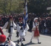 Με λαμπρότητα πραγματοποιήθηκε η παρέλαση στα Τρίκαλα