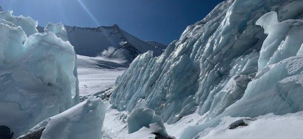 Καρέ – καρέ η διάσωση τραυματία ορειβάτη στο Εβερεστ από τον Tρικαλινό  γιατρό Γιώργο Τσιάνο