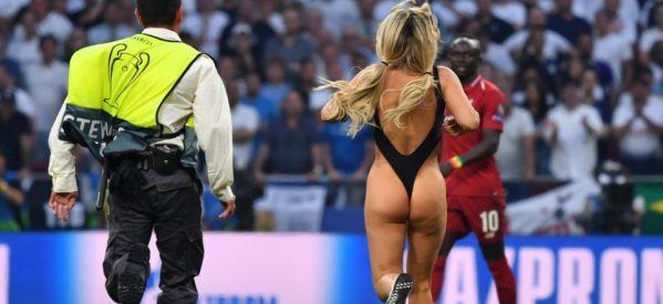 H ξανθιά του τελικού του Champions League: Δείτε το βίντεο της εισβολής