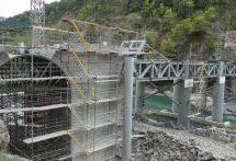 Εντυπωσιακές φωτογραφίες από την αναστήλωση του γεφυριού της Πλάκας