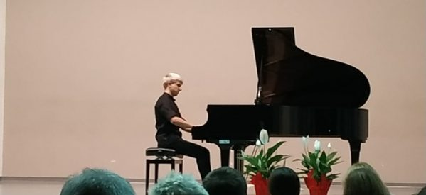 Ένα νέο υπέρλαμπρο αστέρι προβάλει στα Τρίκαλα – Μαγεψε ο Νικόλας Παππάς στο ρεσιταλ πιάνου στο Μουσικό Σχολείο