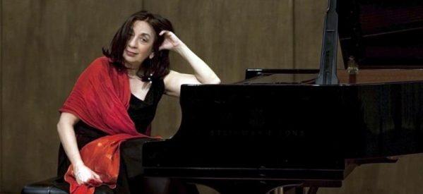 Στα χνάρια της μητέρας της Τερψιχόρης η Αλεξάνδρα Παπαστεφάνου  πιανίστα διεθνούς φήμης