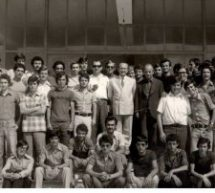Ιούνιος 1974 – στην είσοδο του Α' Γυμνασίου Αρρένων Τρικάλων