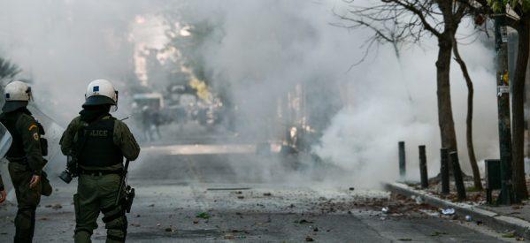 «Ντου» των ΜΑΤ στην ΑΣΟΕΕ: Χημικά και πετροπόλεμος
