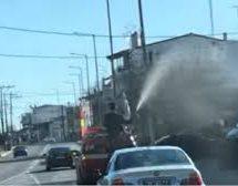 Χαμός με Ιερέα που ψεκαζε… Αγιασμό από Πυροσβεστικο όχημα του Δήμου