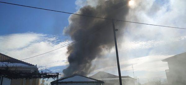 Τρίκαλα – Αποθήκη τυλίχτηκε στις φλόγες στον Λόγγο