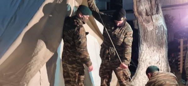 Ο στρατός έστησε τις πρώτες σκηνές στην Οιχαλία για τους σεισμόπληκτους