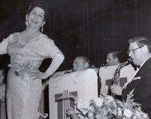 Μαρίκα Νίνου: Η ρεμπέτισσα που έζησε μια ζωή σαν πονεμένο ερωτικό τραγούδι
