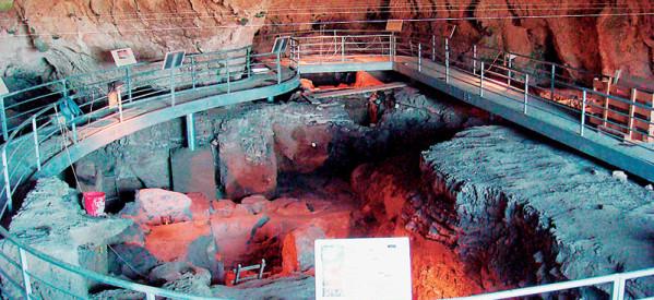 Τι έτρωγαν και πώς ζούσαν οι πρόγονοί μας στο σπήλαιο Θεόπετρας