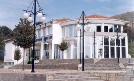 Σύρραξη στο δημοτικό συμβούλιο Φαρκαδόνας [ video ]