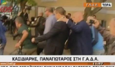 Οι Ελληνες φωτορεπόρτερς καταδικάζουν τις επιθέσεις βουλευτών της Χ.Α.