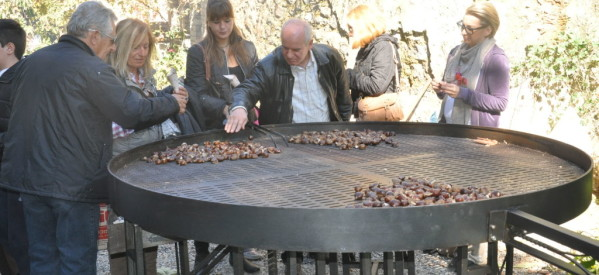 Τιμή σε νεκρούς και γιορτή κάστανου στην Καστανιά