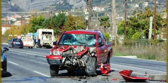 Συντρίμμια τα αυτοκίνητα, σώοι οι οδηγοί