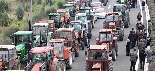 Μπλόκα αγροτών από Δευτέρα… παντού!