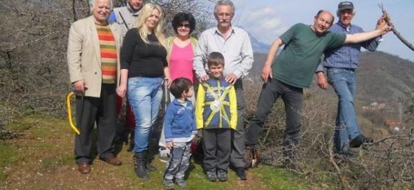 Εμβολιασμός δέντρων από εθελοντές στην Πιαλεία