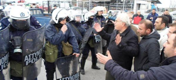 ΜΑΤ κατά των αγροτών στον κόμβο της Νίκαιας