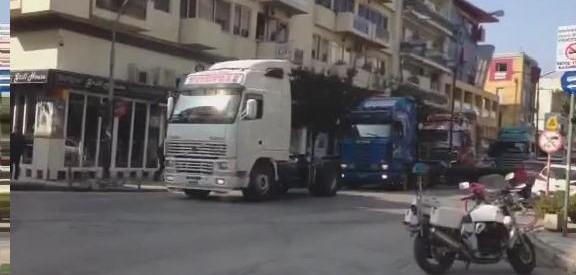 Οι φορτηγατζήδες ξεσήκωσαν τα Τρίκαλα, για να αφυπνισθεί η κυβέρνηση