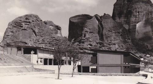 Ποιος θυμάται το Ξενία Καλαμπάκας; (με αφορμή την Μπιενάλε)