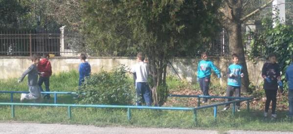 Αρχισε ο καθαρισμός δημόσιων χώρων από μαθητές