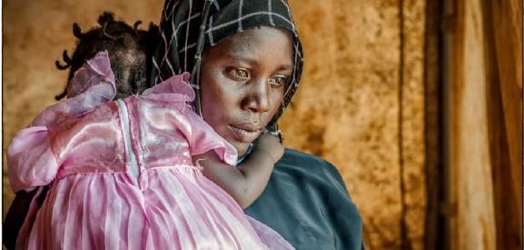 Γυναίκες ξεριζωμένες στον δρόμο για την επιβίωση