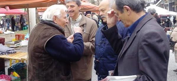 Αντιπροσωπεία του ΚΚΕ στη δευτεριάτικη λαϊκή των Τρικάλων