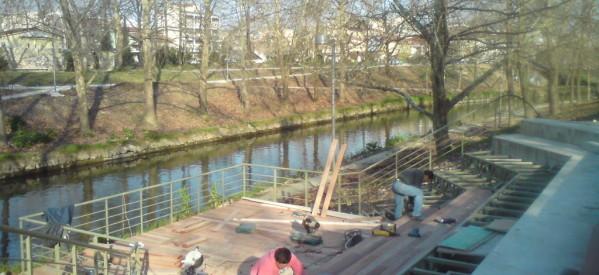 Ετοιμο το θεατράκι στο ποτάμι