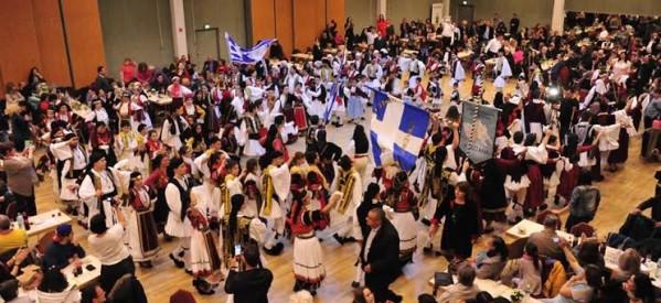 Γιόρτασαν και χόρεψαν συγκινημένοι οι Θεσσαλοί της Ευρώπης