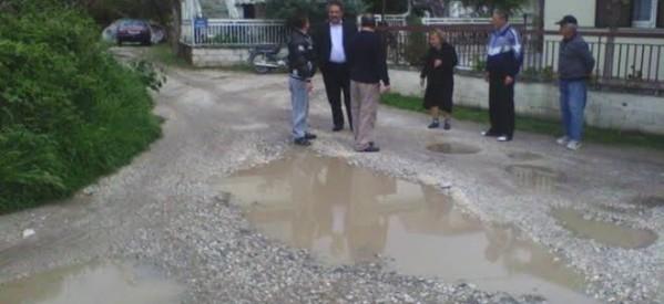 """""""Βουλιάζουν στα λασπόνερα"""", καταγγέλλει το """"Φυσάει Κόντρα"""" για την περιοχή δεξιά της οδού Καλαμπάκας"""