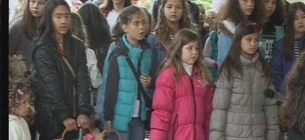 Λαζαρίνες στη τήρηση του εθίμου στα Τρίκαλα