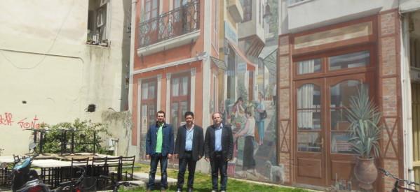 Ο Νίκος Πουτσιάκας και η τοιχογραφία στα «Μανάβικα» Τρικάλων