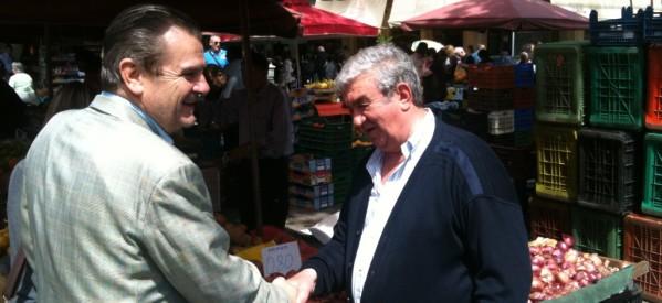 Στα εμπορικά καταστήματα και στη λαϊκή αγορά της πόλης ο Δημήτρης Χατζηγάκης
