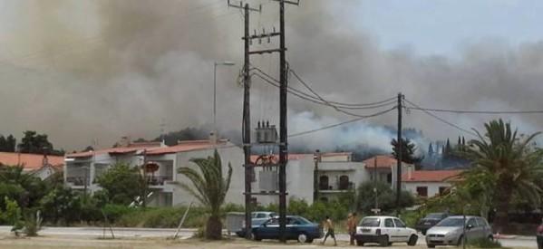 Πυρκαγιά απειλεί σπίτια στον Αγιόκαμπο